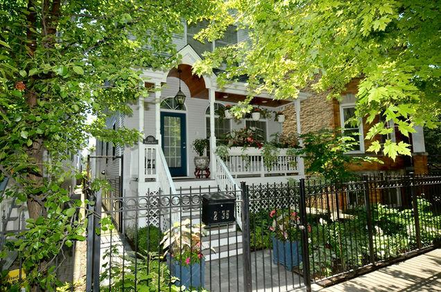 2135 West Berteau Avenue